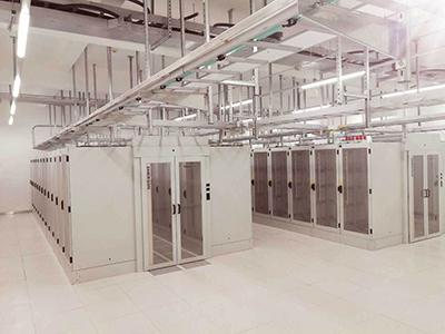 目前,专业的数据机房设备供应商及it经理最关心的问题转移到机房的