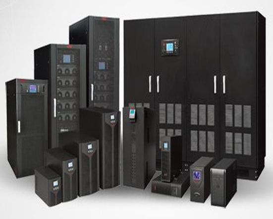 冗余供电对供电质量要求很高的计算中心、网管中心(例如:银行、证券、航宇航中心等),为确保对负载供电的万无一失,常需要采用如下几种具有容错功能的冗余供电系统:主机~从机型热备份冗余供电系统:其结构形式是将主机UPS的交流旁路连接到从机UPS的逆变器电源输出端,万一主机UPS出故障时,改由从机UPS带载。1+1型直接并机冗余供电系统:它是通过将两台具有相同功率UPS的输出置于同幅度、同相位和同频率的状态而直接并联起来。正常工作时,由两台 UPS各承担1/2负载电流,万一其中一台UPS出故障时,由剩